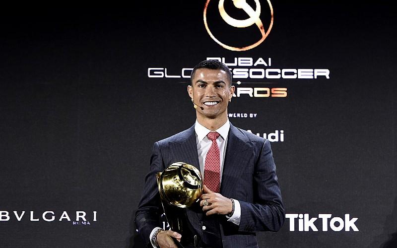 Cristiano Ronaldo yüzyılın futbolcusu seçildi