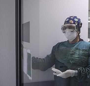 Yoğun bakım çalışanları Kovid-19 sürecinde hastalara nefes oluyor