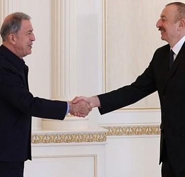 Bakan Akar Aliyev'le görüştü!