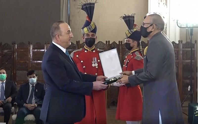 Çavuşoğlu'na devlet nişanı verildi