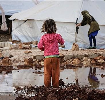 İdlib'de sağanak yine kampları vurdu