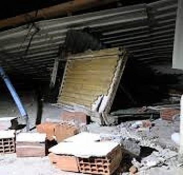 Lodos çatıyı uçurdu