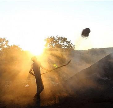 Mangal kömürcülerinin emeklerle dolu zorlu mücadelesi