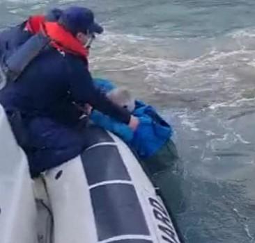 Çanakkale'de teknesi batan kişi kurtarıldı