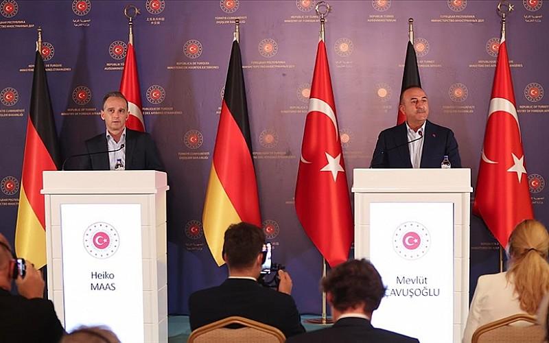 Çavuşoğlu: Türkiye'nin ilave bir mülteci yükünü kaldırması söz konusu değil