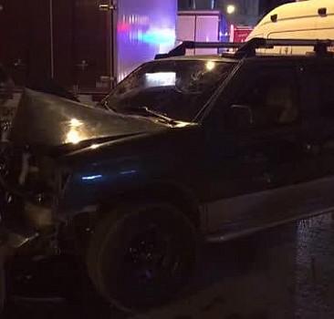 İzmir'de otomobille iş makinesi çarpıştı, bir kişi öldü