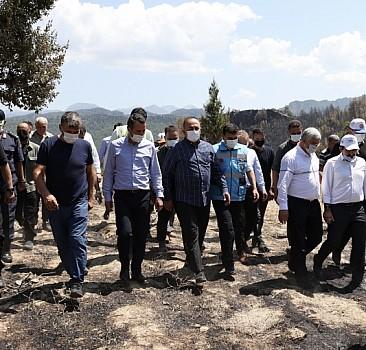 Bakan Çavuşoğlu, Burdur'da afetzedelerle bir araya geldi