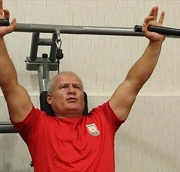Emeklilik günlerini ampute spor dallarıyla değerlendirdi, madalyalara abone oldu