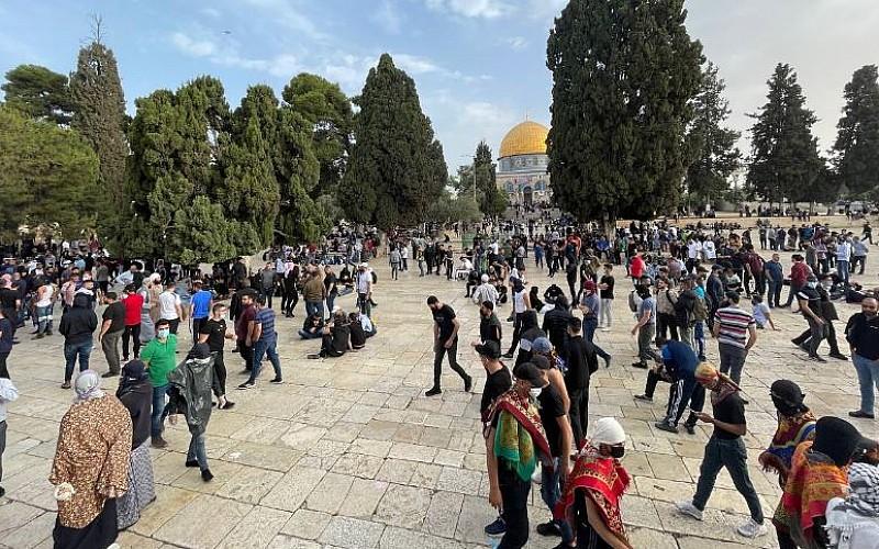 Filistinli kahramanlar Mescid-i Aksa'da nöbet tutuyor