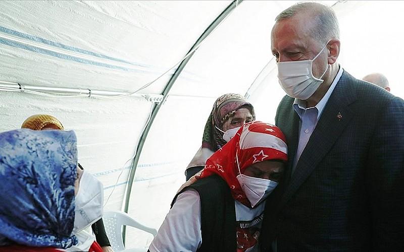 Cumhurbaşkanı Erdoğan, Diyarbakır annelerini evlat nöbetlerinin 3'üncü yılında selamladı