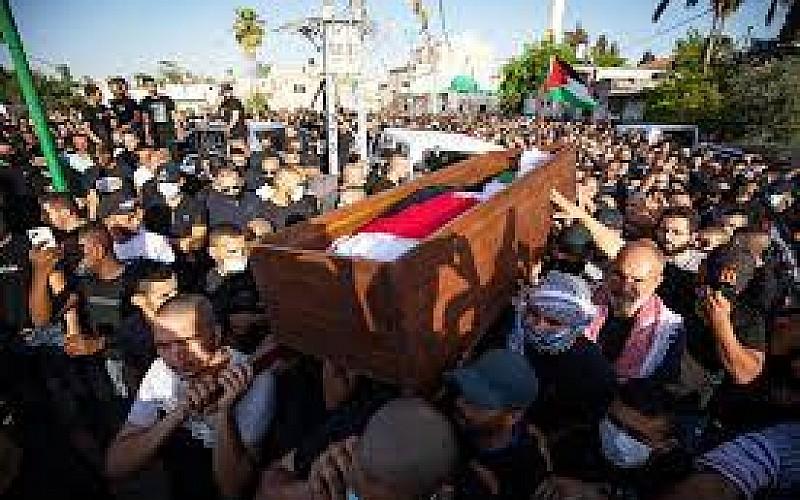 İsrail polisi Filistinli şehidin cenazesinde çıkan olaylarla ilgili 150 Filistinliyi gözaltına aldı