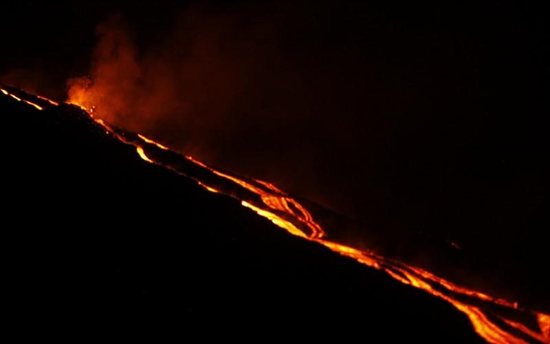 Karayipler'deki St. Vincent Adası'ndaki La Soufriere Yanardağı ikinci kez patladı