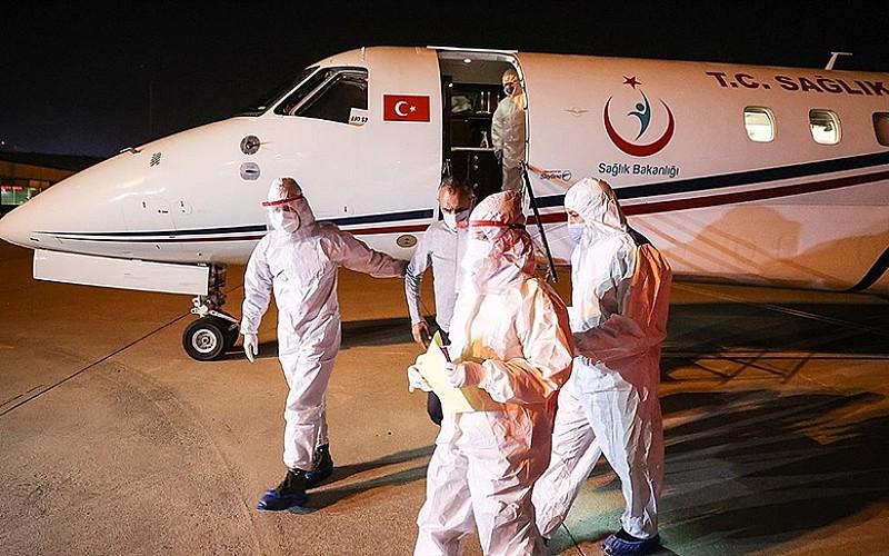 Tanzanya'daki Kovid-19 hastası 3 Türk vatandaşı ambulans uçakla yurda getirildi