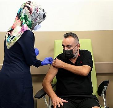 'TURKOVAC' aşısı faz 3 çalışması kapsamında Erciyes Üniversitesinde gönüllülere uygulanmaya başlandı