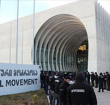 Gürcistan'da ana muhalefet lideri yüzlerce polisin katıldığı operasyonla gözaltına alındı