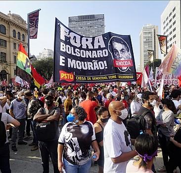 Brezilya'da yoğun katılımla Devlet Başkanı Bolsonaro yanlısı ve karşıtı gösteriler düzenledi