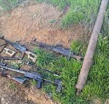 Hakurk'ta teröristlere ait çok sayıda silah ve mühimmat ele geçirildi