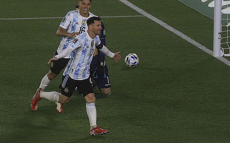 Bolivya karşısında 'hat-trick' yapan Messi, Pele'yi geçti