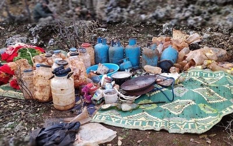 Teröristlerce toprağa gizlenmiş malzemeler ele geçirildi