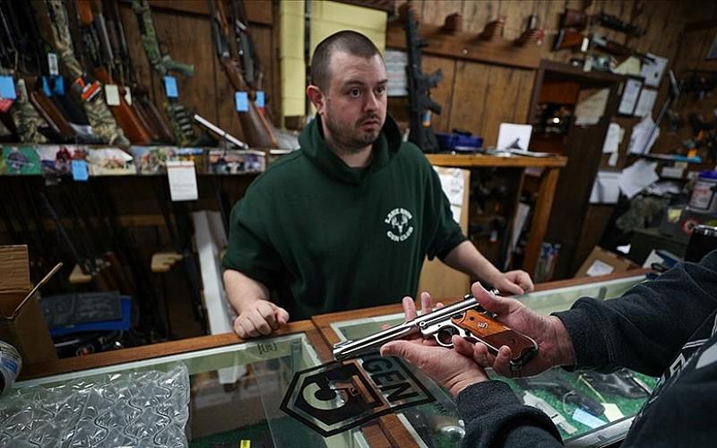 Mart ayında 4,7 milyon ABD'li silah alırken gerekli sabıka kaydı için başvurdu