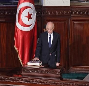 Tunus'ta Cumhurbaşkanı'nın olağanüstü yetkilerini süresiz uzatması 'maskeli diktatörlüğe' işaret ediyor