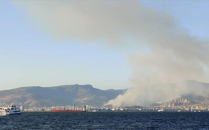 İzmir'in Karşıyaka ilçesinde çıkan orman yangını söndürüldü
