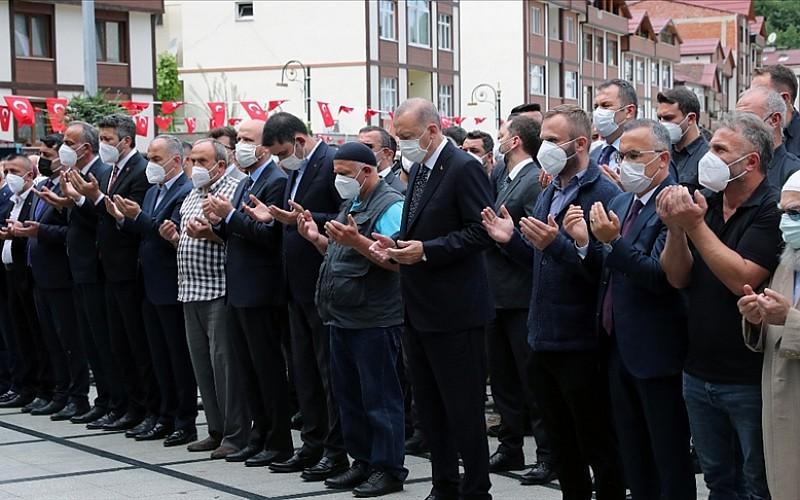 Cumhurbaşkanı Erdoğan, Güneysu'da cenaze törenine katıldı