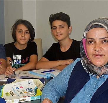 Üç çocuk annesi, üniversite hayalini 20 yıl sonra gerçekleştirdi