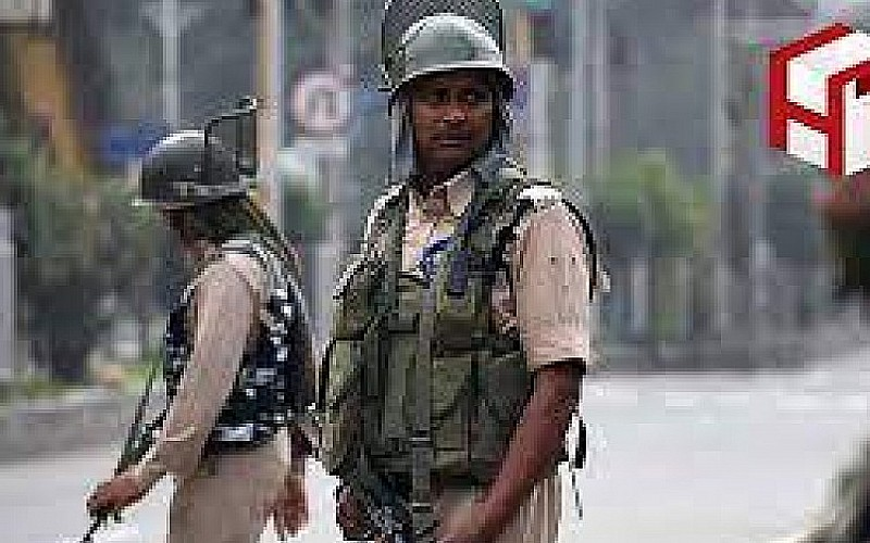 Pakistan'da bombalı saldırı: Ölüler var