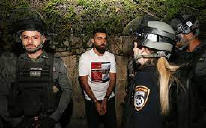İşgal güçleri Doğu Kudüs'te evin kapısını kırdı