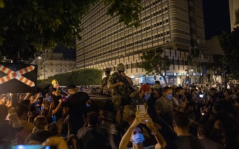 Tunus'ta Nahda Hareketi, parti merkezlerine saldırı düzenleyen grupların bazılarının finanse edildiğini belirtti