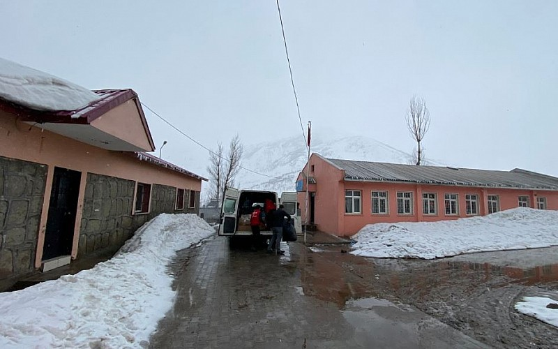 Bitlis Tatvan'da 120 Öğrenciye Kış Yardımı