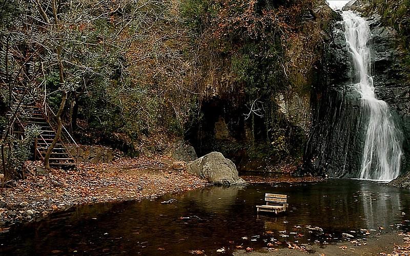 Aşıklar Şelalesi'ndeki rengarenk ağaçlara yoğun ilgi