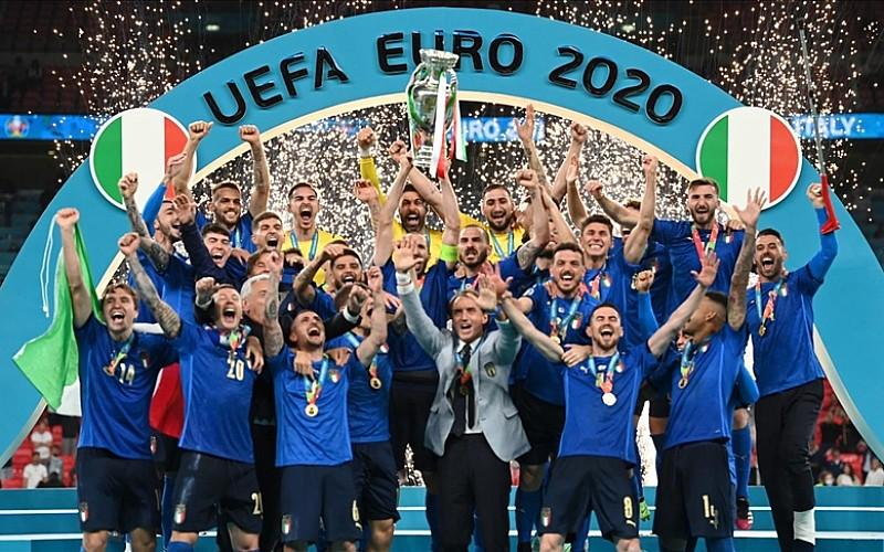 EURO 2020 şampiyonu İtalya, kupasını aldı
