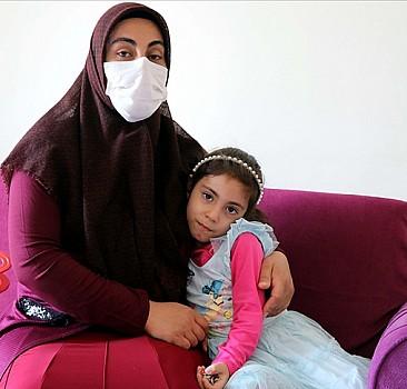 Elazığ depreminde eşi ve oğlunu kaybeden kadın, kızı Yüsra ile hayata tutunuyor