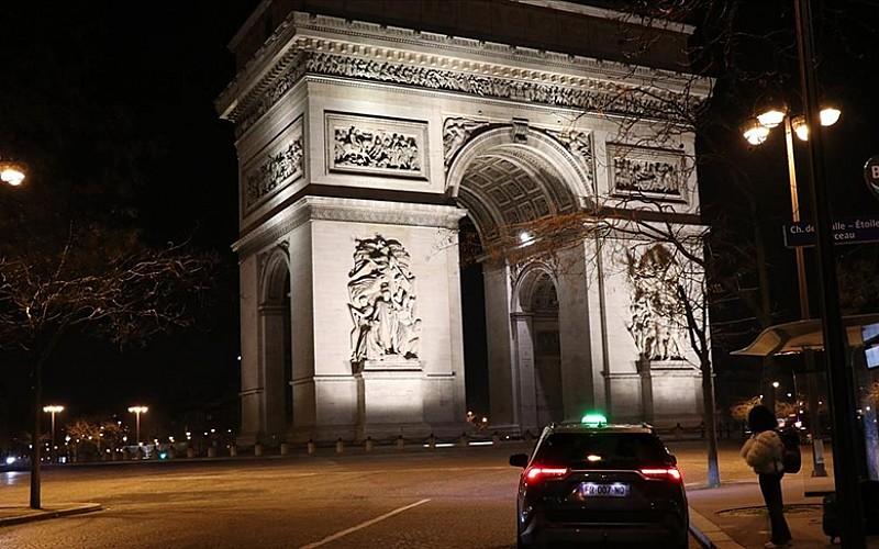 Paris'in iki bölgesinde Kovid-19 tedbirleri kapsamında belirli saatlerde alkol tüketimi yasaklandı