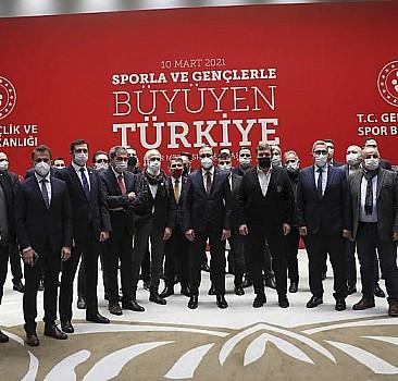 Bakan Kasapoğlu spor yöneticileriyle buluştu