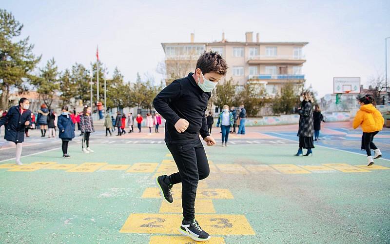 Bakan'dan 'Çocuklar teneffüslerde ne yapıyor?' paylaşımı