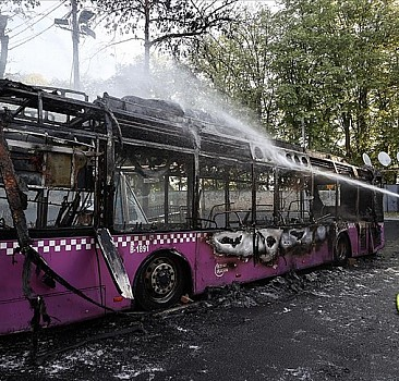 Sarıyer'de park halindeki otobüste yangın