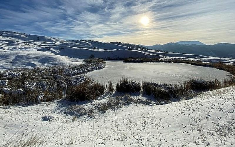 Erzurum'daki Dipsiz Göl buz tuttu