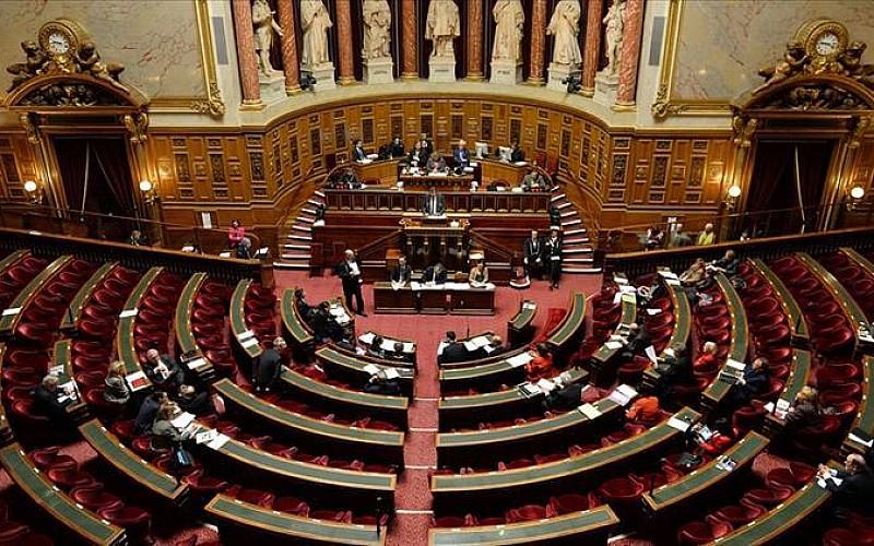 Fransa'da Parlamento tartışmalı Kovid-19'la mücadele yasa tasarısını onayladı