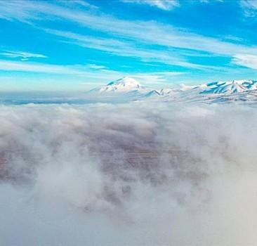 Iğdır'da çöken sis dağlara ayrı bir güzellik kattı