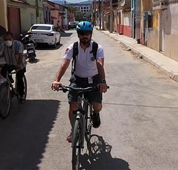 Hastalarına bisikletle gitmeye başladı, 50 kilo verdi