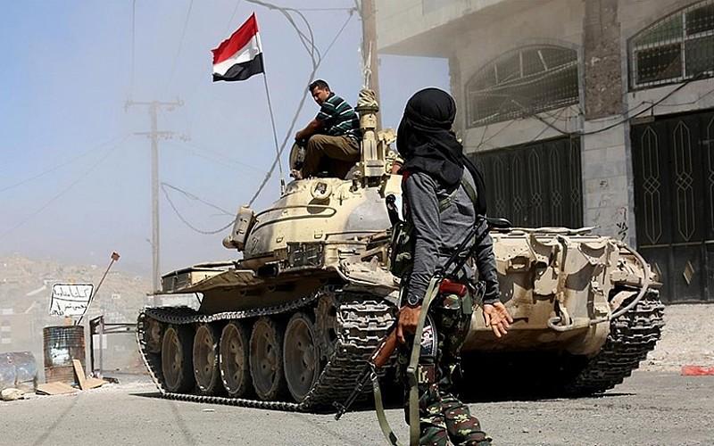 Yemen'de çocuklar Husilerin saldırısını protesto etti