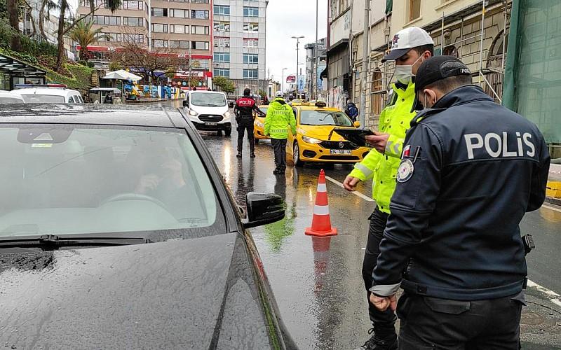 İstanbul'da çeşitli suçlardan aranan 16 kişi yakalandı