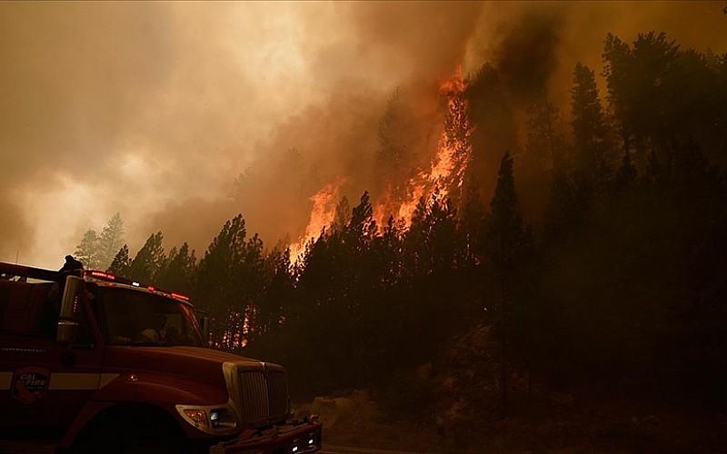 ABD'de iki haftadır devam eden 'Caldor' yangını nedeniyle California ve Nevada'da acil durum ilan edildi