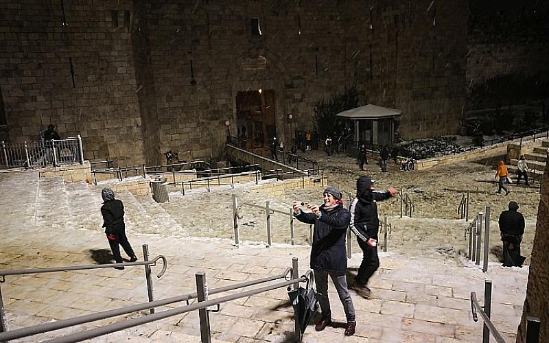 Kudüs'e mevsimin ilk karı düştü