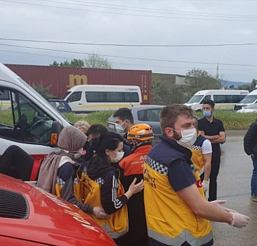 Servis aracı devrildi: 1 kişi öldü, 20 kişi yaralandı