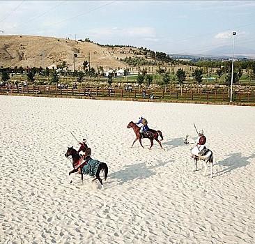 Ahlat'ta Malazgirt Zaferi'nin 950. yıl dönümü etkinlikleri başladı