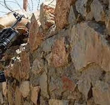 İran'ın batısında güvenlik güçleri ile silahlı grup arasında çatışma: 9 ölü